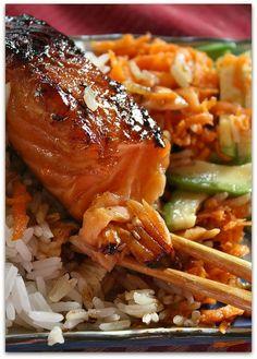 Un dimanche a la campagne: Solo food : saumon teriyaki mi-cuit Salmon Recipes, Fish Recipes, Seafood Recipes, Asian Recipes, Cooking Recipes, Healthy Recipes, Healthy Food, Cooking Salmon, Asian Cooking
