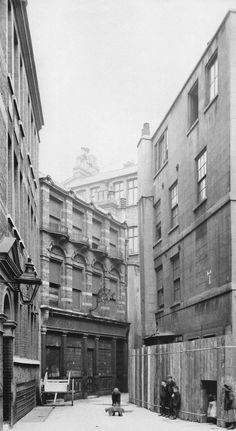 Nearly 300 spectacular photographs of Londons lost buildings from the London Metropolitan Archive in Panoramic format. Tudor, Georgian and Victorian buidings, s Victorian London, Vintage London, Old London, Victorian Street, East London, Liverpool Street, London Street, Rare Photos, Vintage Photographs