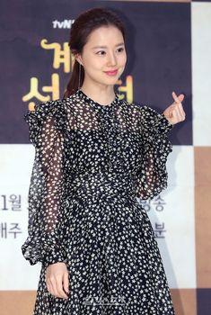 """´계룡선녀전´ 문채원 """"고두심 선생님과 2인 1역 영광…기대↑"""" - 일간스포츠 Moon Chae Won, Korean Star, Drama Queens, Best Actress, Beauty Queens, Korean Beauty, Actresses, Actors, Model"""