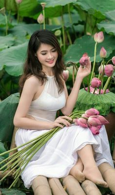 A beautiful asian flower among other flowers . Vietnamese Traditional Dress, Traditional Dresses, Ao Dai, Beautiful Vietnam, Vietnam Girl, Beautiful Asian Women, Gorgeous Girl, Sexy Asian Girls, Girls Image