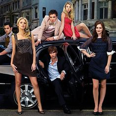 """""""Gossip Girl""""--Pictured: Backrow (l-r): Penn Badgley, Ed Westwick, Taylor Momsen. Front row (l-r): Blake Lively, Chace Crawford, Leighton Meester stars in GOSSIP GIRL Gossip Girl Blair, Vanessa Gossip Girl, Prada Marfa Gossip Girl, Moda Gossip Girl, Estilo Gossip Girl, Gossip Girls, Blake Lively Gossip Girl, Gossip Girl Chuck, Gossip Girl Saison 1"""