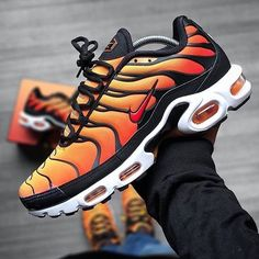 Protective Styles For Natural Hair Discover Nike Air Max Plus OG Sunset Nike Air Max Plus, Nike Air Max Tn, Nike Air Shoes, Nike Shoes Outlet, Air Max Sneakers, Jordans Sneakers, Adidas Shoes, Orange Nike Shoes, Nike Socks