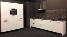 Cash and Carry - LB1 - Wit glanzende parallel keuken - inclusief apparatuur