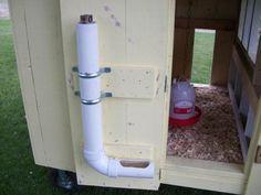 Futterstation mit Vorratsbunker aus PvC-Röhren. Gute Idee für größere Fütterungsintervalle!