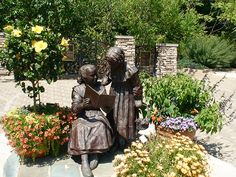 Grace and Mary Innis at Inniswood Gardens