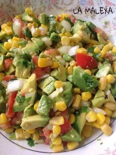 Avocado salad with corn on the Malexa Ce Ingredients: 1 chopped avocado … - Cocina - Aguacate Avocado Recipes, Veggie Recipes, Mexican Food Recipes, Salad Recipes, Diet Recipes, Cooking Recipes, Healthy Recipes, Healthy Cooking, Healthy Snacks