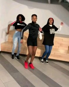 Dance Music Videos, Dance Choreography Videos, New Dance Moves, Ayo And Teo, Black Dancers, Queen Youtube, Group Dance, Boy And Girl Best Friends, Good Vibe Songs