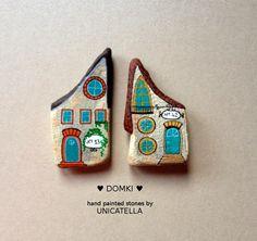 Little House by Unicatella #unicatella #paintedstones #kamieniemalowane #littlehouses
