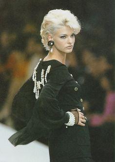 90s Models, Fashion Models, Top Supermodels, 80s And 90s Fashion, Linda Evangelista, White Girls, Vintage Chanel, Catwalk, Super Model