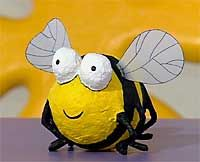Paper mache from balloon. Bug Crafts, Paper Crafts, Hobbies And Crafts, Arts And Crafts, Diy For Kids, Crafts For Kids, Bee Party, Insect Art, Bee Theme