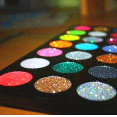 if I had all this eyeshadow, I would scream with excitement!!