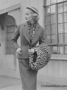 I would very much like to have this leopard print muff and matching scarf.