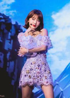 Ppl say she looks like Sakura & she does Yuri, Stage Outfits, Kpop Outfits, Kpop Girl Groups, Kpop Girls, Sakura Miyawaki, Mode Kpop, Japanese Girl Group, Girl Bands