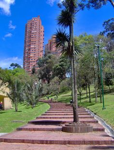 Parque de la Independencia, al fondo las Torres del Parque, Bogotá D.C. Largest Countries, Countries Of The World, The Beautiful Country, Beautiful Places, Colombian Culture, Colombia South America, Colombia Travel, Florida Girl, How To Speak Spanish