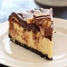 Everyone loves cheesecake. Some love rich chocolate flavors, while others love a nice fresh fruit cheesecake. Enjoy these cheesecake recipes! Snickers Cheesecake, Homemade Cheesecake, Cheesecake Recipes, Chocolate Cheesecake, Köstliche Desserts, Delicious Desserts, Dessert Recipes, Food Cakes, Cupcake Cakes
