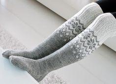 Life with Mari: Ylipolven villasukat Loom Knitting, Knitting Socks, Hand Knitting, Crochet Slippers, Knit Crochet, Fabric Yarn, Wool Socks, Vintage Wool, Modern Crochet