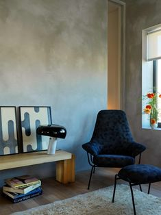 This Harlem apartment makes the most of the minimalist aesthetic. See more pictures of the stylish space on domino.com Architectural Digest, Harlem Apartment, Dream Apartment, Apartment Ideas, Zen, Living Area, Living Room, Minimalist Apartment, Stained Concrete