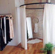 Diy suspending + round fitting room for boutique velvet moon Shop Interior Design, Retail Design, Store Design, Design Room, Bridal Boutique Interior, Boutique Decor, Room Store, Dressing Room Design, Changing Room