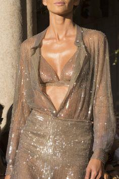 Fashion trends 2018 - Alberta Ferretti at Milan Fashion Week Spring 2018 - Details Runway Photos Fashion Details, Love Fashion, High Fashion, Fashion Design, Fashion Pics, Fashion Week, Runway Fashion, Womens Fashion, Fashion Trends