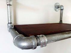 Estante colgante. Estantes de tubo galvanizado por DerekGoodbrand