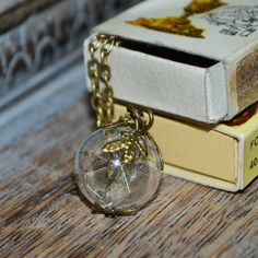 Make a Wish: Real Dandelion Seed Glass Orb / Globe pendant vintage bronze Necklace - Childhood Memories Jewelry Findings, Jewelry Sets, Blowing Dandelion, Dandelion Seeds, Make A Wish, How To Make, Resin Jewellery, Globe Pendant, Organza Gift Bags