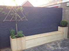 outdoor pallet look bench with planters Back Gardens, Outdoor Gardens, Summer Garden, Home And Garden, Tiny Garden Ideas, Garden Deco, Outdoor Garden Furniture, Trees To Plant, Garden Inspiration