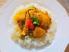 Le colombo est l'un des plats emblématiques des Antilles.Vous pouvez le préparer avec du poulet, du porc, du cabri, du poisson… Le légume de base reste la pomme de terre (pour épaissir la sauce légèrement), mais vous pouvez y ajouter de l'aubergine (souvent utilisée), christophine… c'est au goût de chacun et selon la viande utilisée....