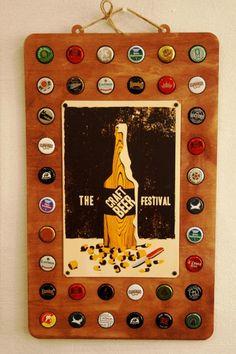 фото панель Пивные пробки коллекции с металлической табличкой в магазине Арт-Декоро