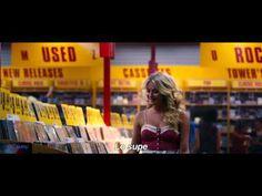En esta escena de la pelicula La era del Rock , que se estreno el 10 de Agosto aparece un jukebox. La cancion se llama Jukebox