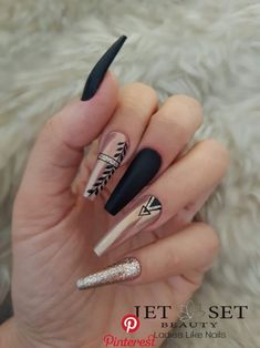 Beautiful Black Nail Designs With Diamonds for Examine it - Nails Diamond Nail Designs, Black Nail Designs, Diamond Nails, Acrylic Nail Designs, Nails With Diamonds, Aycrlic Nails, Glam Nails, Cute Nails, Pretty Nails