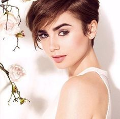 15 Stylish Haircuts That'll Make You Want to Cut Your Hair Today - Quinceanera - Uñas Coffing Maquillaje Peinados Tutoriales de cabello Celebrity Pixie Cut, Celebrity Short Haircuts, Pixie Hairstyles, Pixie Haircut, Pretty Hairstyles, Short Hair Cuts, Short Hair Styles, Lily Collins Hair, Stylish Haircuts