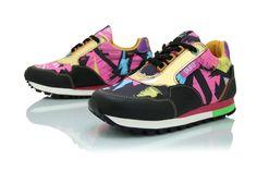 Zapatillas cancheras urbanas. Estas me las pongo de una para ir a bailar hip hop. De la tienda Puro.