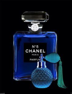 Chanel Perfume Blue and Black Blue Perfume, Perfume Bottles, Marilyn Monroe Decor, Chanel Wallpapers, Perfumes Vintage, Coco Chanel Mademoiselle, Chanel Makeup, Fashion Wall Art, Beauty Bar