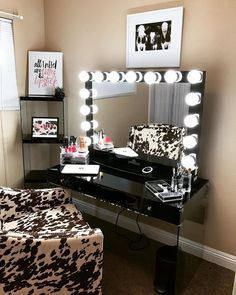 special chic black makeup table vanity with light for bedroom Makeup Vanity Mirror With Lights, Makeup Table Vanity, Diy Vanity, Vanity Ideas, Black Makeup Table, Black Makeup Vanity, Decor Interior Design, Interior Decorating, Glam Room