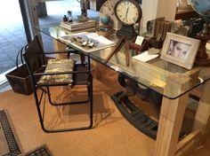 Tavolo in vetro temperato e legno d'abete antico, realizzabile su misura. Tempered glass table and fir old , made to measure.