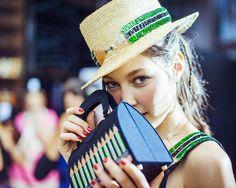 En backstage du défilé Olympia Le-Tan printemps-été 2015 http://www.vogue.fr/mode/inspirations/diaporama/fwpe2015-en-backstage-du-defile-olympia-le-tan-printemps-ete-2015/20532/image/1092643#!14