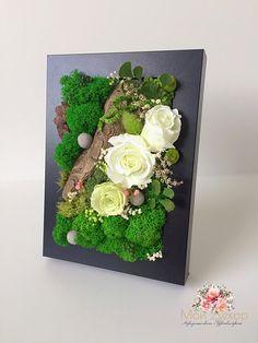 La imagen puede contener: flor y planta Deco Floral, Arte Floral, Floral Design, Moss Wall Art, Moss Art, Felt Flowers, Paper Flowers, Moss Decor, Geometric Origami