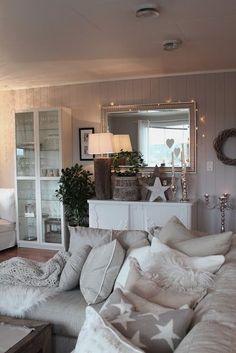 Danas vam donosimo 20 dnevnih soba uređenih za Božić! Sve fotografije možete pronaći u galeriji na kraju članka.