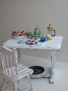 Painting the Miniature dining room furniture