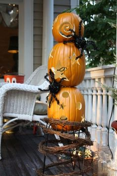 Hauntingly Genius Pumpkin Decorating Ideas To Try This Halloween Pumpkin carving is probably one of the most famous Halloween … Spooky Pumpkin, Diy Pumpkin, Halloween Pumpkins, Halloween Decorations, Outdoor Decorations, Amazing Pumpkin Carving, Pumpkin Topiary, Painted Pumpkins, Carving Pumpkins