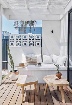 A budget-savvy couple channel Palm Springs vibes and build a home by the sea in northern NSW. Breeze Block Wall, Palm Springs Style, Palm Springs Houses, Small Patio, Spring Home, Coastal Homes, Home Decor Trends, Inspired Homes, Home Interior