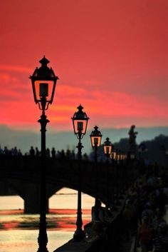 Pink sunset over the Arno in Florence. So romantic.