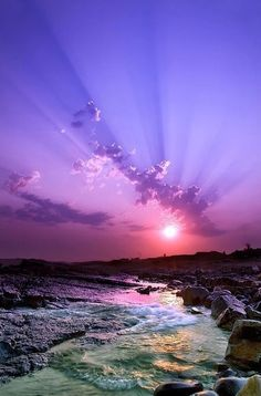 Awesome view of a purple sunset Landscape Photography, Nature Photography, Sunrise Photography, Photography Tips, Purple Sunset, Purple Beach, Ocean Sunset, Beautiful Sunrise, Amazing Nature