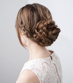 Braided Bun - Rainy Day Hairstyles Braids are pretty much the best thing since, well… anything really. So, it's simple… rocking this prettier-than-pretty braid bun will be the best decision you make all (rainy) day long. Rainy Day Hairstyles, French Braid Hairstyles, Spring Hairstyles, Fancy Hairstyles, Wedding Hairstyles, Simple Hairstyles, Hairstyle Ideas, Gorgeous Hairstyles, Easy Hairstyle
