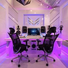How do you like this Home Studio? What does your favourite / dream Music Home Studio to make and record music in look like? Home Studio Setup, Music Studio Room, Studio Ideas, Music Recording Studio, Recording Studio Design, Instru Rap, Home Design Software, Gaming Room Setup, Game Room Design
