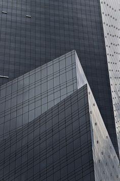 Le photographe Pavel Bendov est un amoureux des perspectives et un spécialiste d'architecture. Avec la série « Urban Lines », ce dernier nous offre des clichés minimalistes d'une grande qualité de plusieurs gratte-ciels. De belles compositions à découvrir en images dans la suite de l'article.