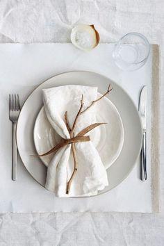 Decoração de mesa de jantar com guardanapo de tecido. mesa posta.