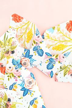 DIY Double Sided Floral Envelopes - Use your printer and these pretty florals to make your own double-sided stationery. Click through for the tutorial!