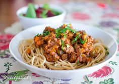 Enjoy a delicious bowl of homemade low syn Rich Spaghetti bolognese - a firm family favourite. Slimming World and Weight Watchers friendly Easy Slimming World Recipes, Slimming World Pasta, Slimming World Dinners, Slimming Eats, Healthy Eating Recipes, Vegetarian Recipes, Healthy Food, Slow Cooker Recipes, Cooking Recipes