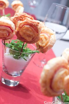 Recetas Navidad - Piruletas de Hojaldre paso a paso Kitchen Recipes, Cooking Recipes, Good Food, Yummy Food, Cooking Time, Finger Foods, Holiday Recipes, Catering, Brunch